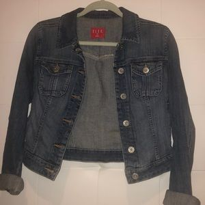 Denim jacket with cuffed sleeves